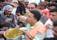 Food hygiene lessons for 'paani puri' vendors