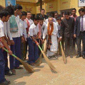 President Pranab Mukherjee participating in the Swachh Bharat Mission