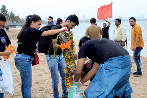Beach clean-up drive by ITM Students